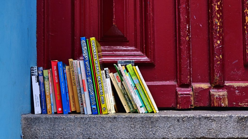 Bücher auf einer Treppe von Karl Ludger Menke