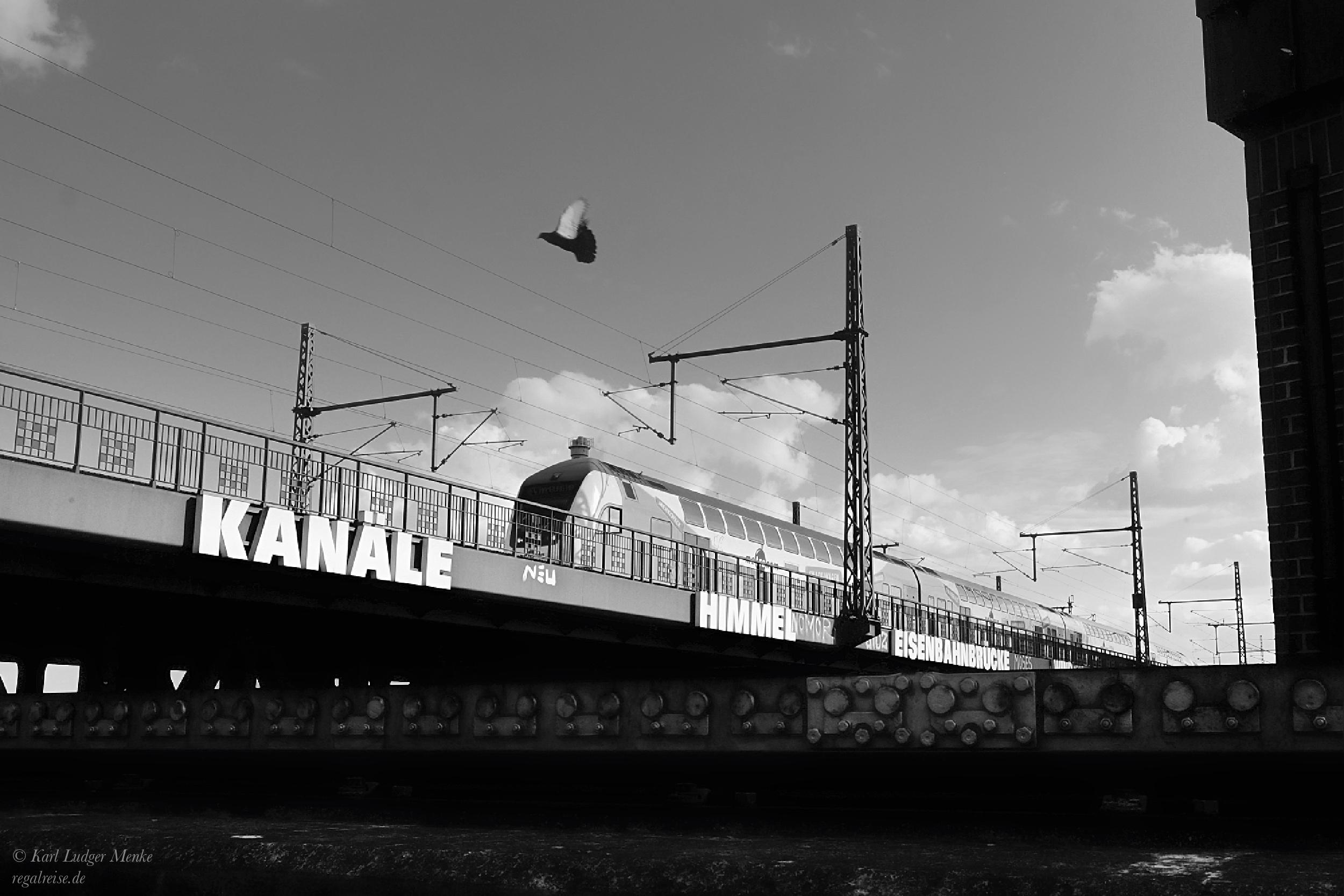 Eisenbahnbrücke in Hamburg von Karl Ludger Menke