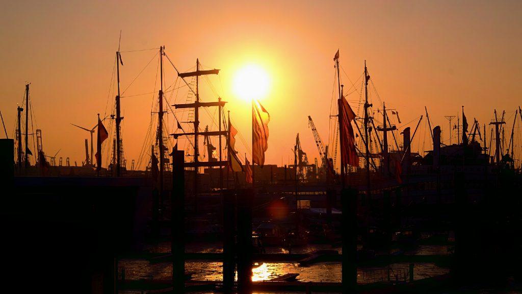 Hamburger Hafen in Orange by Karl Ludger Menke